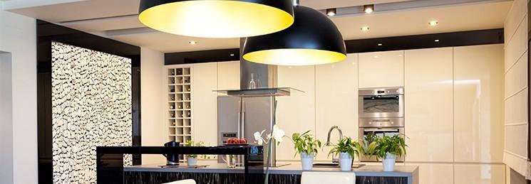 A iluminação automatizada proporciona conforto e economia.